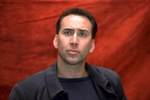 Nicolas Cage sfondo rosso