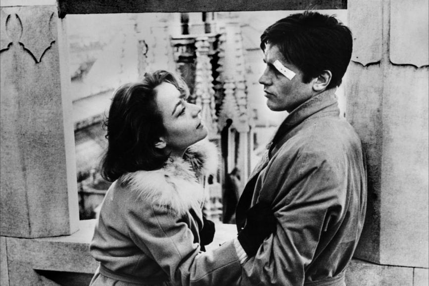 """Alain Delon e Annie Girardot in """"Rocco e i suoi fratelli"""", la regia di Luchino Visconti (1960)"""