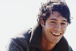 Adam Brody sorriso