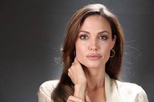 Angelina Jolie biografia