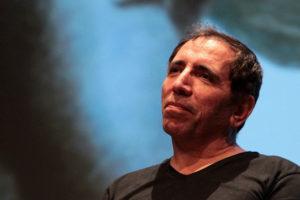 Mohsen Makhmalbaf distratto