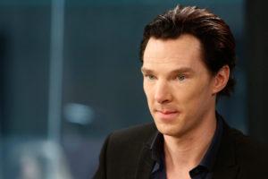 Benedict Cumberbatch capelli tirati indietro