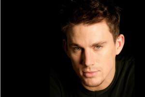 Channing Tatum su sfondo nero