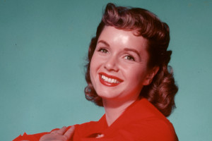 Debbie Reynolds in totale 'stile' anni '50