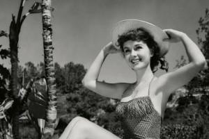Debbie Reynolds col cappello