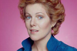 Lynn Redgrave sfondo rosa