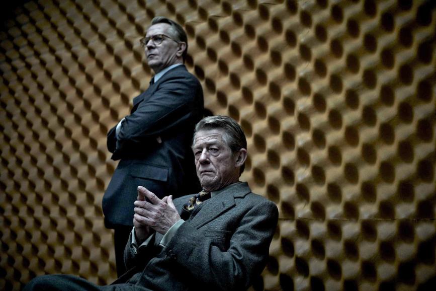 """Una scena de """"La talpa"""", con John Hurt e Gary Oldman"""