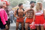 Cattivi vicini 2: Zac Efron cosparso d'olio nella nuova clip del film