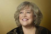 "Chuch Lorre porta ""Disjointed"" su Netflix con Kathy Bates"