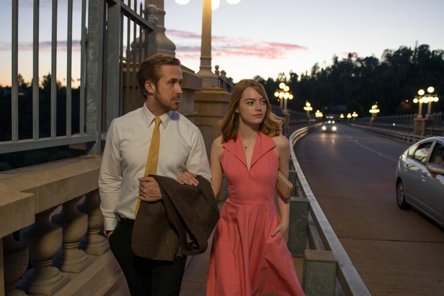 """""""La La Land""""; Ryan Gosling e Emma Stone a braccetto"""