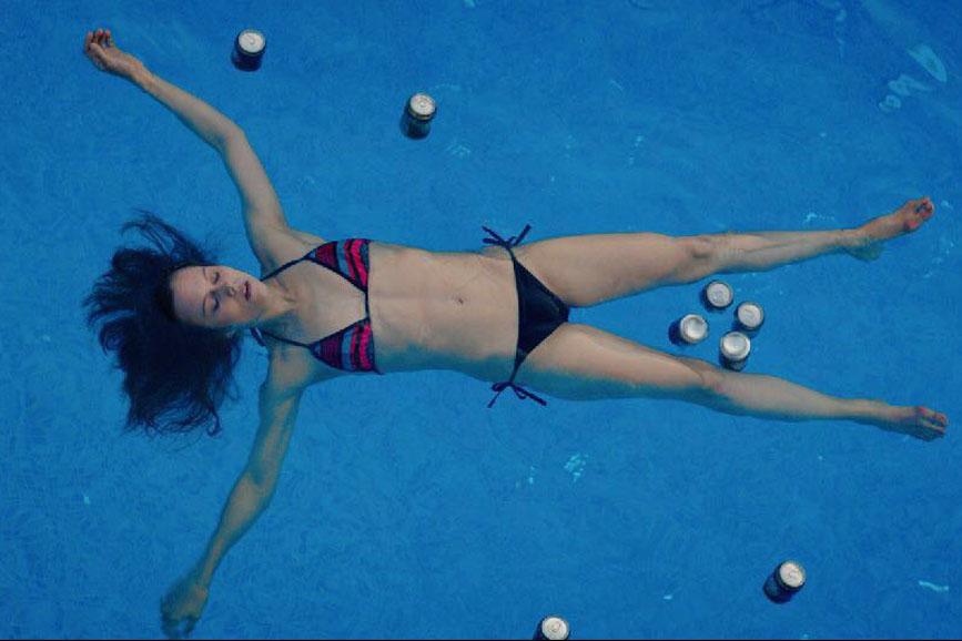 l'età imperfetta scena piscina