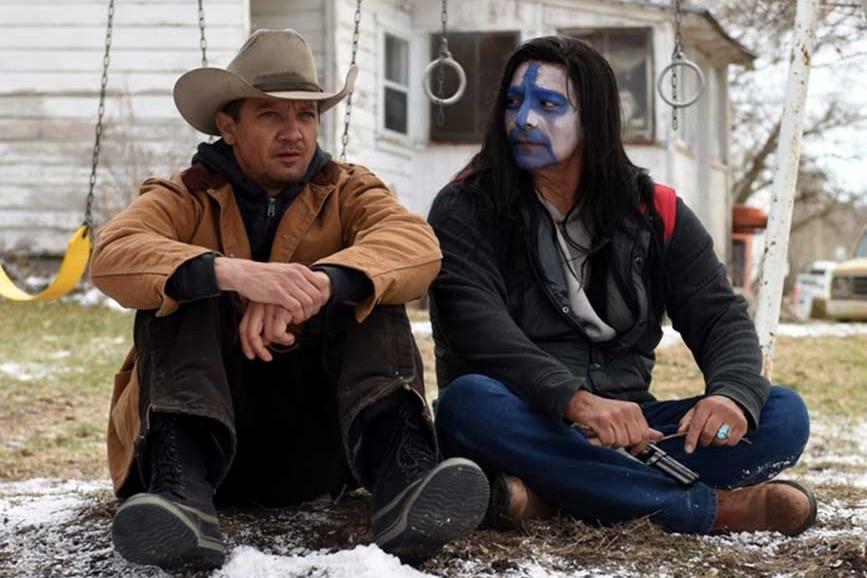I segreti di Wind River Jeremy Renner e Gil Birmingham in un scena del film