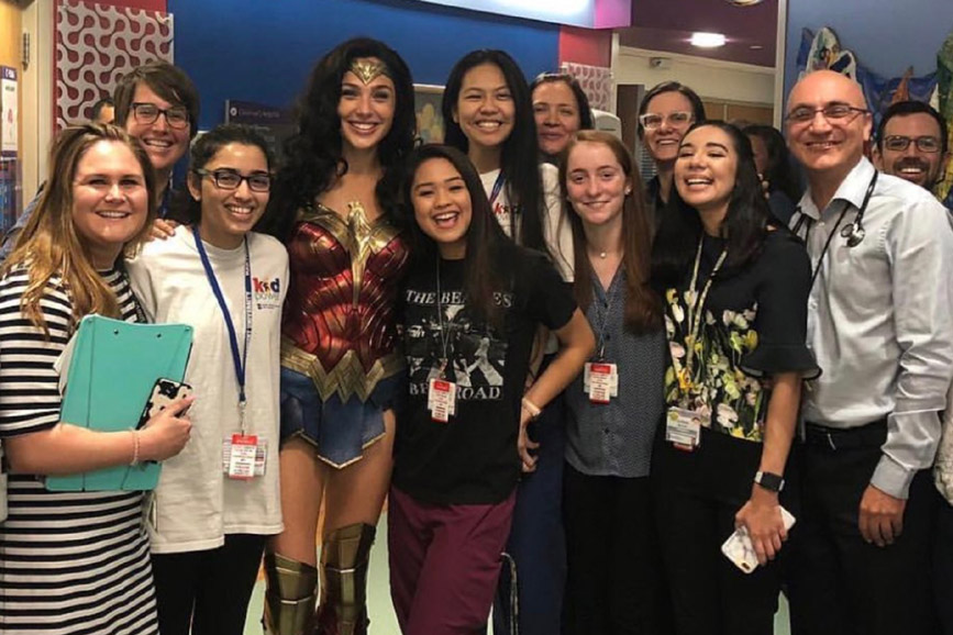 Gal Gadot alias Wonder Woman visita ospedale
