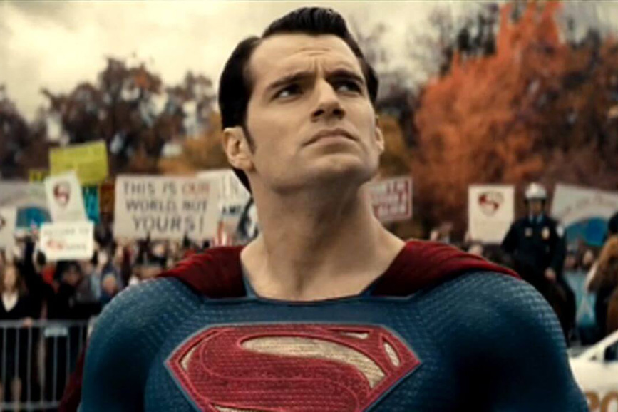 Henry Cavill dice addio a Superman