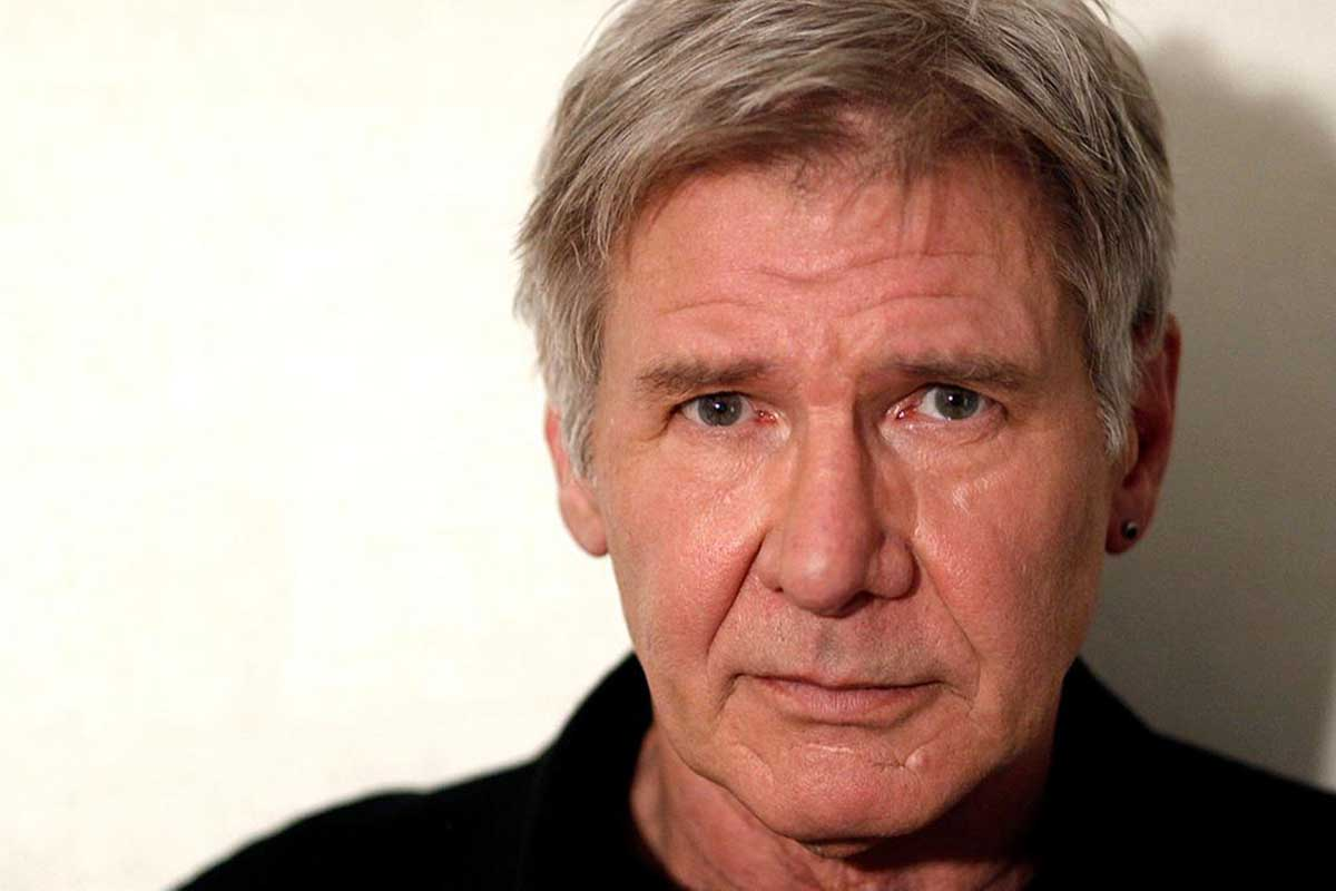 Harrison Ford con Ed Helms nel naufragio in