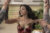 Wonder Woman: 1984, un'armatura scintillante nel trailer giapponese