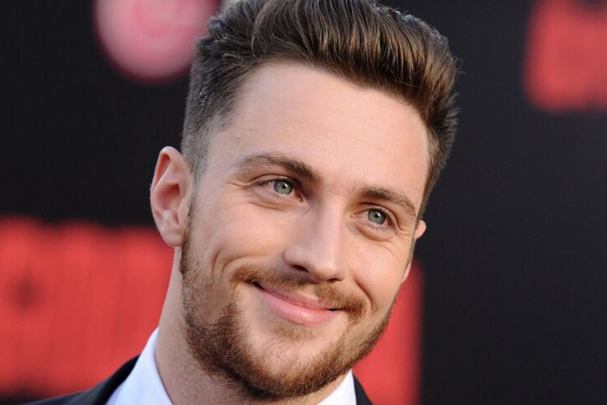 Aaron Taylor-Johnson con Brad Pitt in