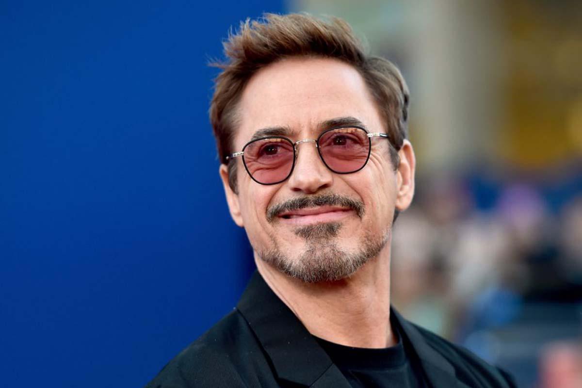 Robert Downey Jr. e il guanto dell'infinito con i Metallica per beneficenza