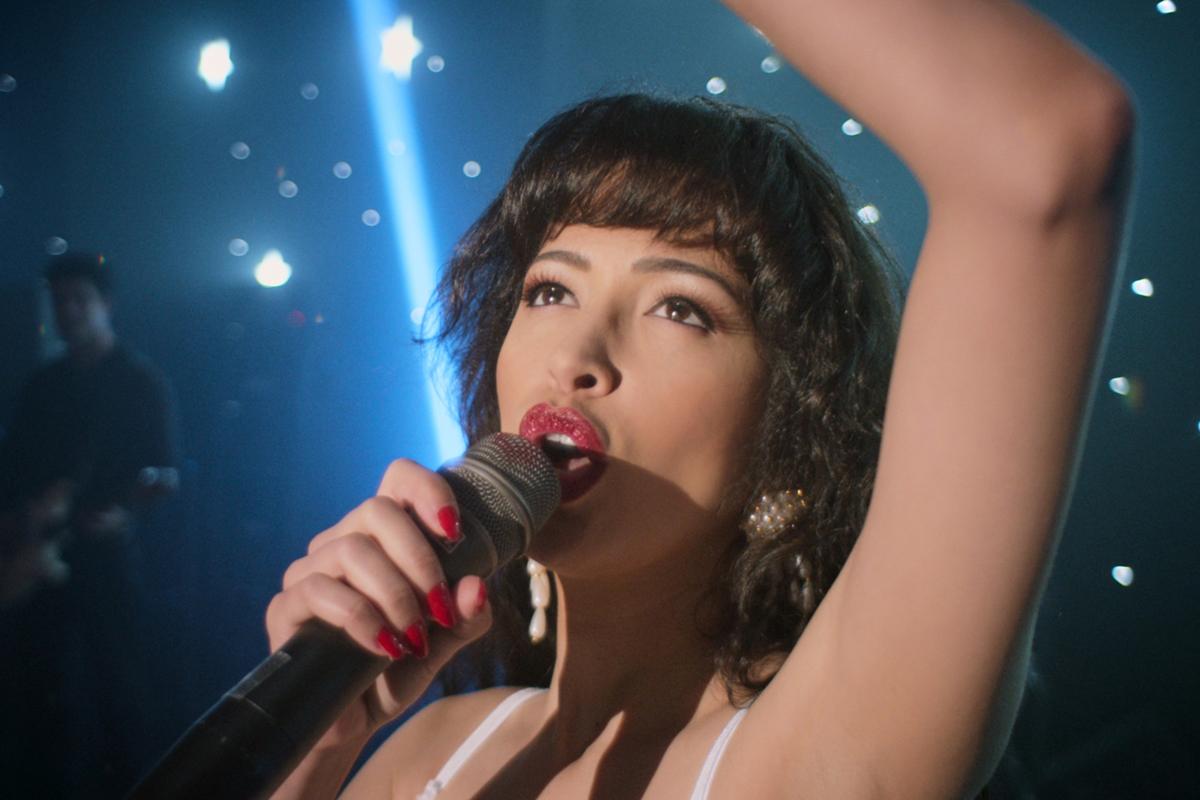 """Christian Serratos prende il posto di Jennifer Lopez nella serie """"Selena"""""""