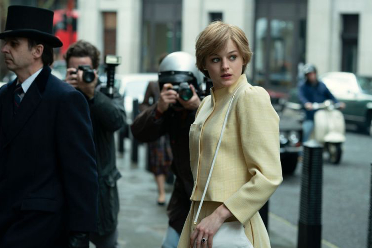 Emma Corrin nei panni di Lady Diana