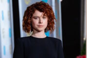 Jessie Buckley nell'horror Netflix Men diretto da Alex Garland