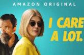 'I Care a Lot': Rosamund Pike rivela il significato dietro quella penna Vape