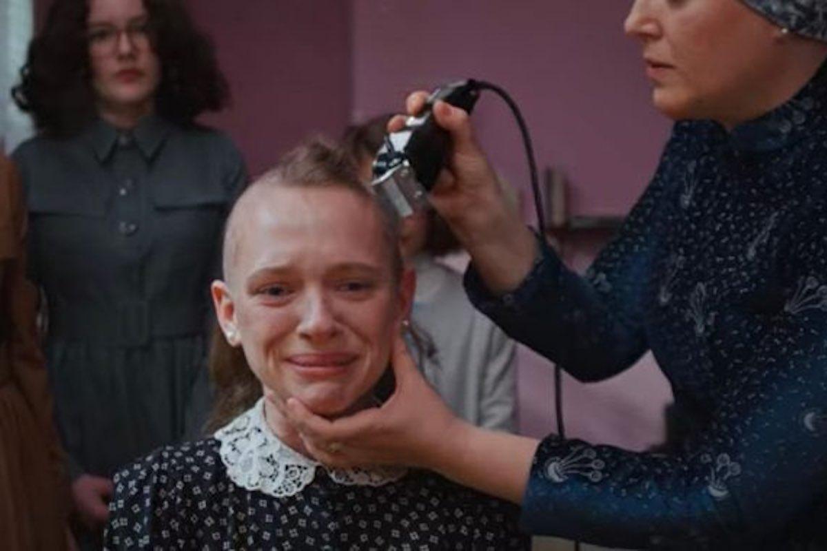 Unorthodox - scena taglio capelli