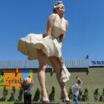"""Marilyn Monroe : la statua gigante a Palm Springs suscita critiche: """"Non abbiamo imparato nulla?"""""""