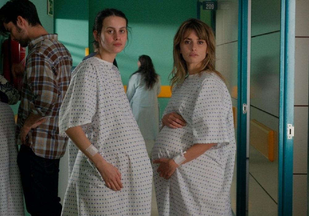 Parallel Mothers - scena film